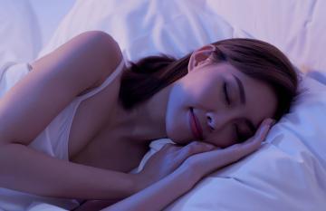 Цвет настроения синий: как улучшить качество сна с помощью цвета и света